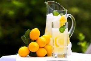 free_lemonade_shutterstock_53368357_web