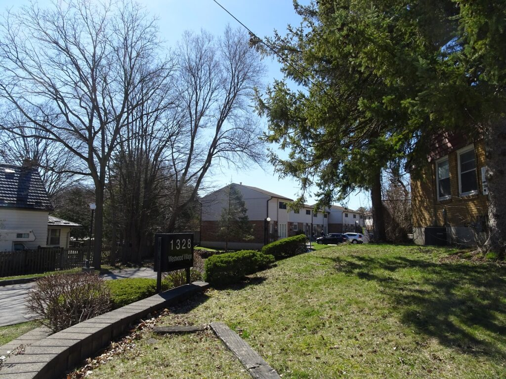 1328 Commissioners Road W London Ontario Townhouses