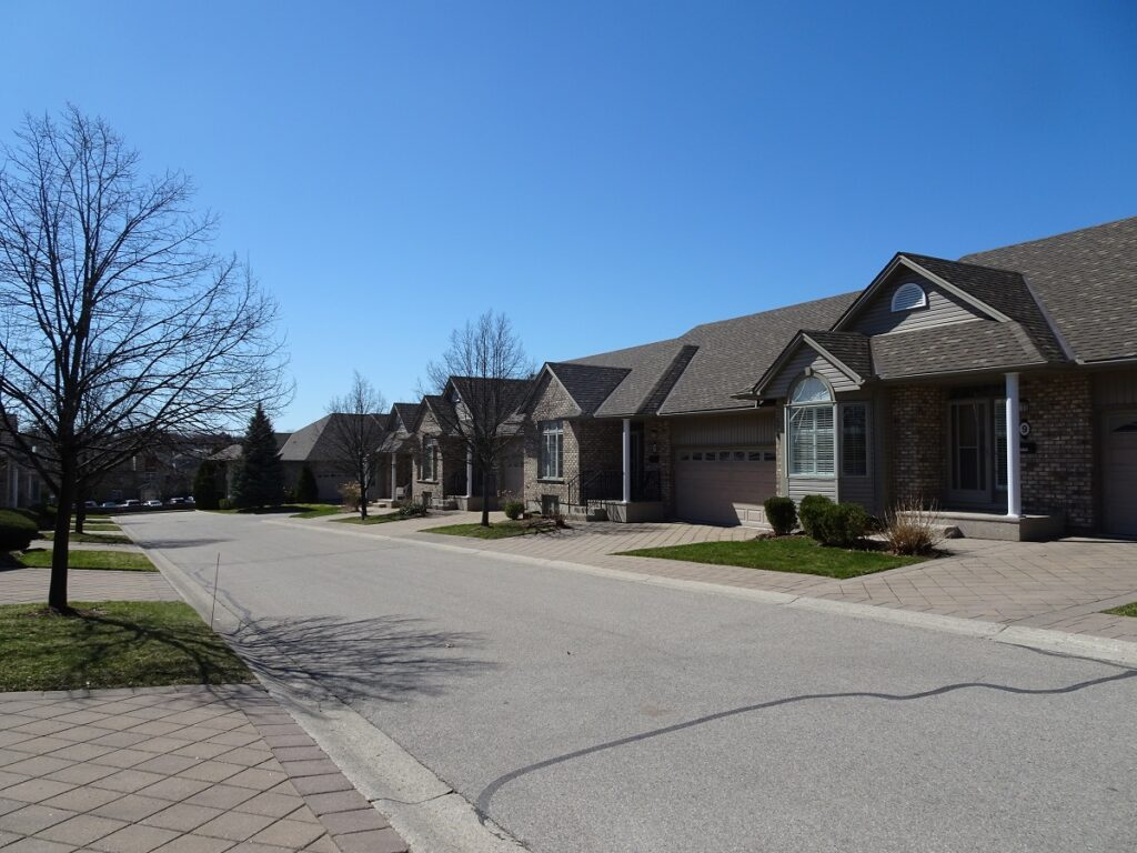 800 Commissioners Road W London Ontaro Town Homes in Westmount