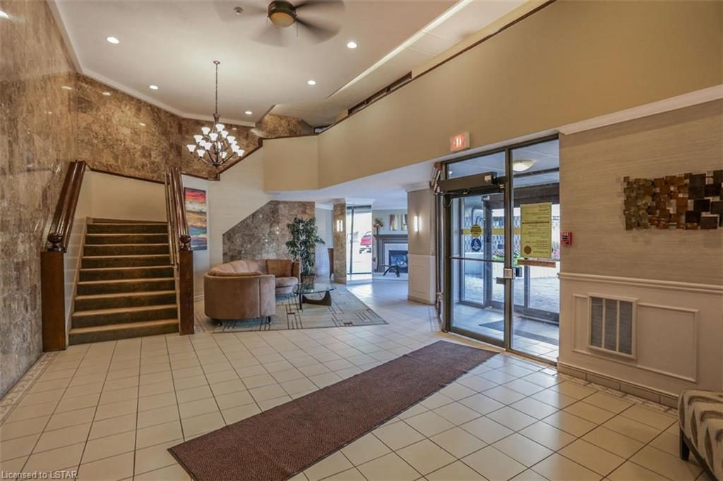 363 Colborne London Ontario Lobby