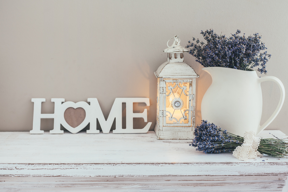 Welcome table with lavender and an antique white lamp