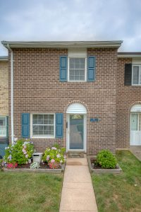 221-foster-knoll-dr_02-front-web