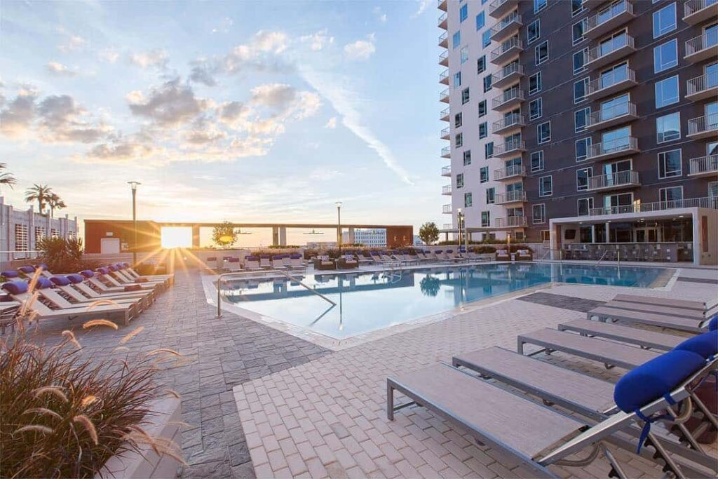 Places to live in Downtown Tampa NINE-15-Apartments