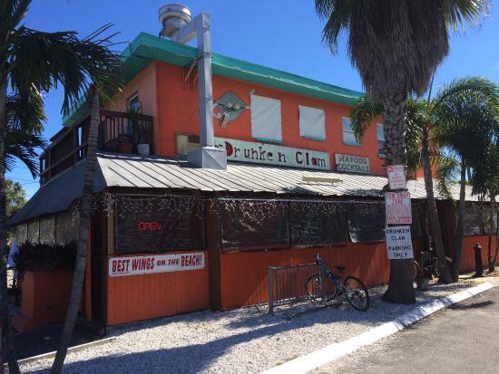 Tampa Bay Dive Bars - The-Drunken-Clam
