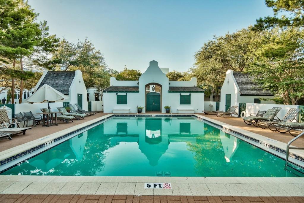 Pincrest Community Pool
