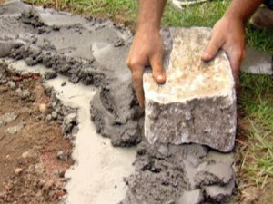Ultimate-How-to_Fire-Pit-laying-firs-stone_s4x3_lead